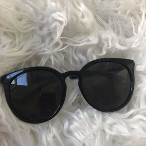 Gucci cat eyes sunglasses!
